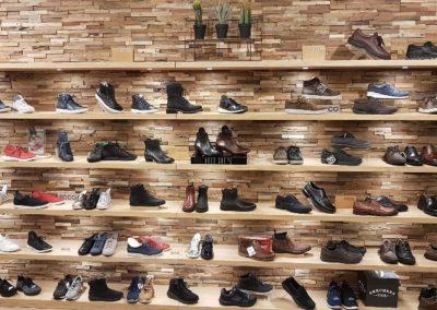 Wandplanken schoenenwinkel Voorschoten1