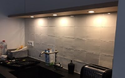 Zwevende wandplanken eiken fineer met LED spots