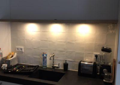 Zwevende wandplank eiken fineer met LED spots2