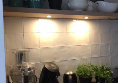 Zwevende wandplank eiken fineer met LED spots3